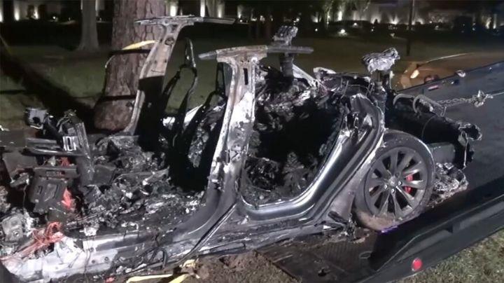Policía de Texas logra identificar a los tripulantes que murieron tras choque de un Tesla
