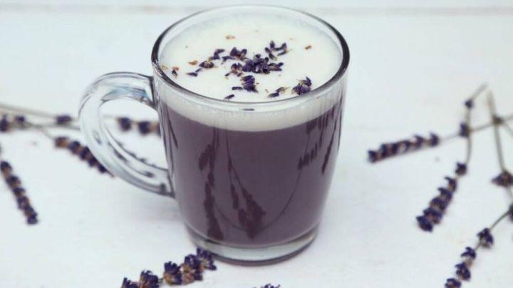 Olvídate del insomnio con un fabuloso y colorido latte de lavanda