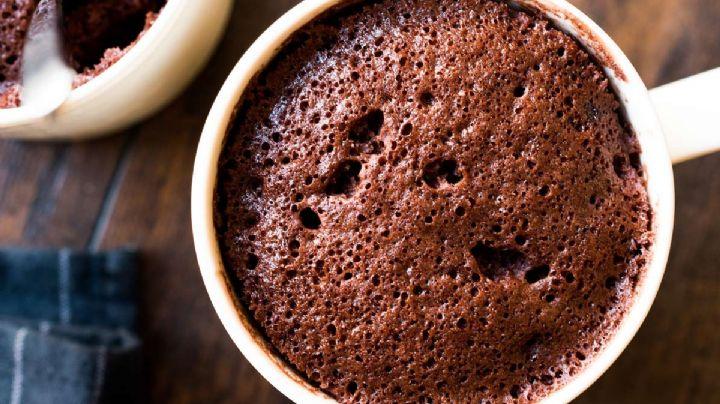 ¡Solo necesitas 3 minutos! Esta receta de brownies en taza te sorprenderá