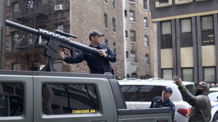 Confunden a rapero con terrorista; viajaba con un cañón de aire para lanzar playeras de su marca