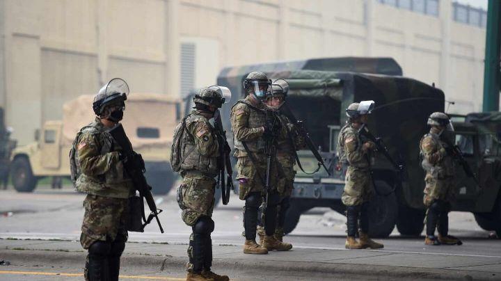 Sigue la violencia en Minneapolis: Acribillan a 2 miembros de la Guardia Nacional de EU
