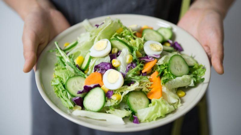 ¿Los alimentos te saben raro? Estos consejos ayudan a afrontar la secuela por Covid-19