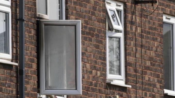 Atroz asesinato: Anciana, de 83 años, se quema viva y se lanza por la ventana; muere al caer