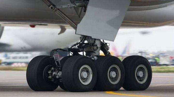 Hallan el cadáver de un polizonte oculto en las llantas de un avión de Nigeria a Ámsterdam