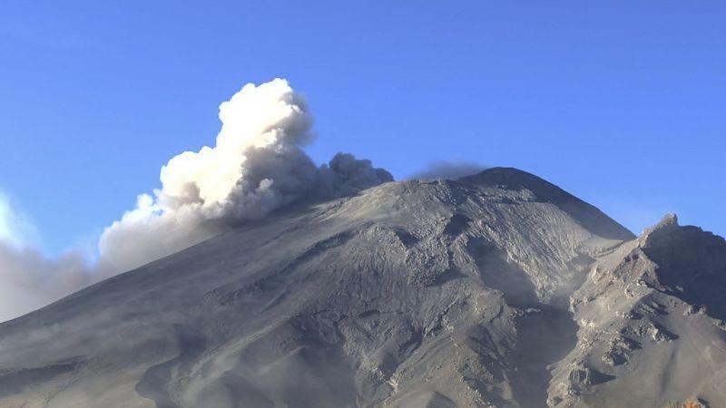 Popocatépetl arranca la semana con un sismo y un total de 83 exhalaciones