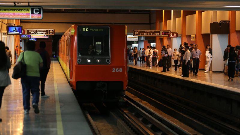 ¡De terror! Tras sufrir un ataque epiléptico, menor de edad cae a las vías del STC Metro