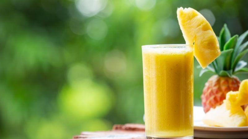 Luce un cuerpo de envidia con ayuda de un delicioso jugo de piña con linaza
