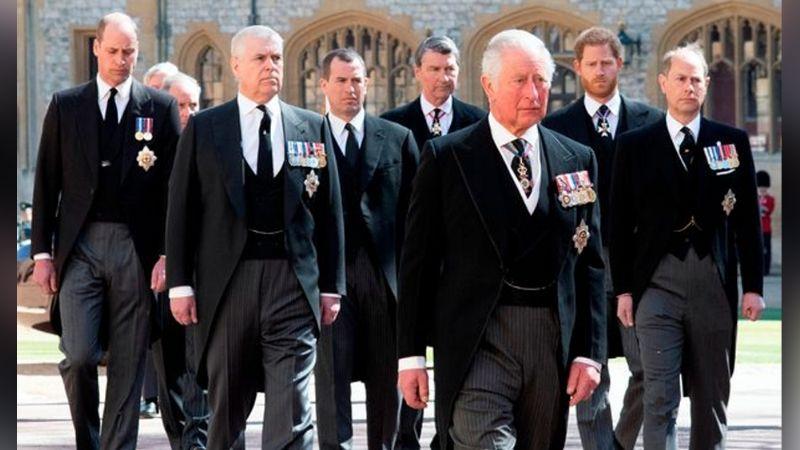 ¡No lo perdonan! Príncipe Harry sufre el cruel rechazó del Príncipe Carlos y la Reina Isabel II