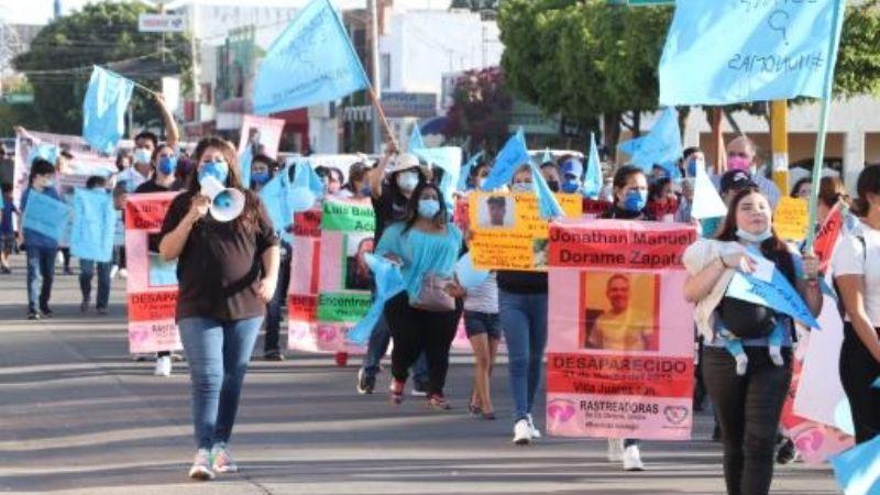 """""""Vivos los queremos"""": Colectivos marchan por varones desaparecidos en Ciudad Obregón"""