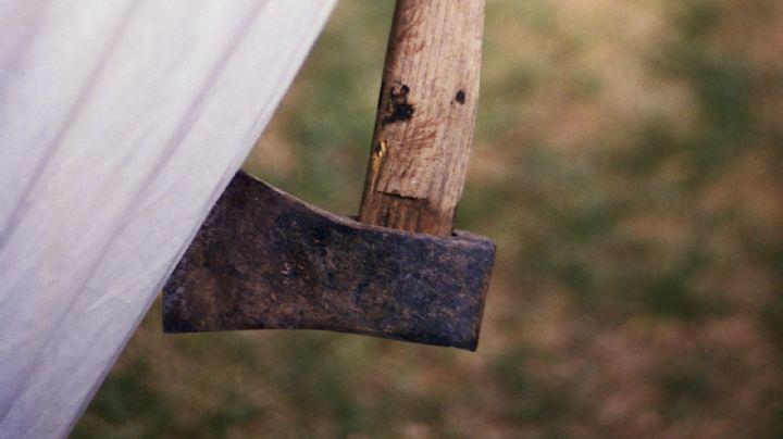 ¡Sangrienta pelea familiar! Con un machete, Ángel ataca a su tío, Manuel, en la cabeza