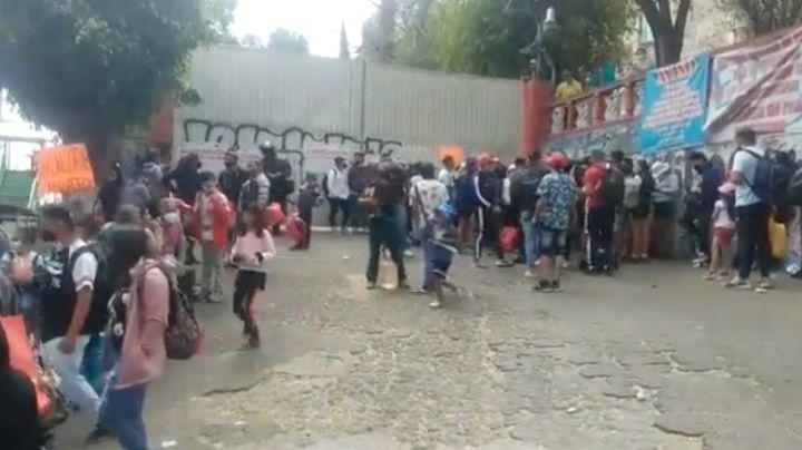 En pandemia: Manifestantes bloquean vialidades; exigen que abran balnearios de la CDMX