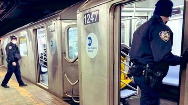 Arrestan a un latino por golpear a dos jóvenes en el metro; a uno lo aventó a las vías