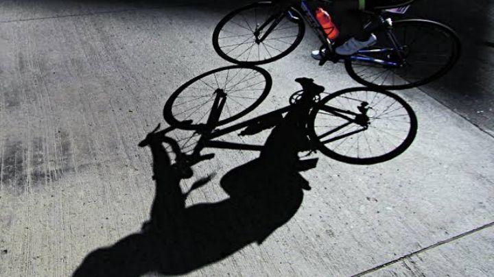 ¡Tragedia! Conductor arrolla a un menor que viajaba en bicicleta y se da a la fuga