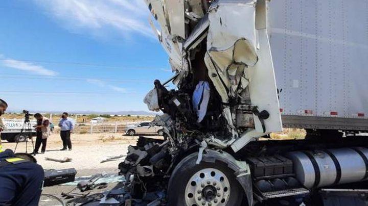 Brutal choque: Muere conductor de tráiler tras quedar prensado en carretera de Sonora