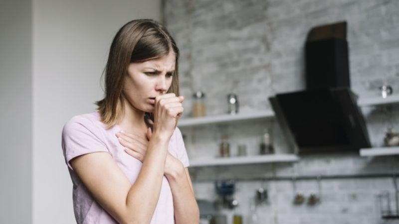 Combate la tos de forma natural con ayuda de estos alimentos comunes