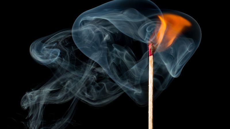 Sin compasión: Hombre quema su casa con su hija en el interior; se declara culpable