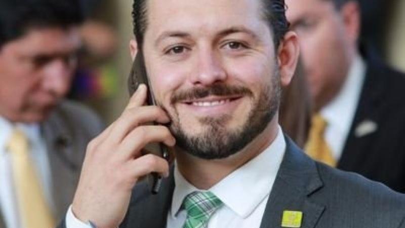 VIDEO: Candidato a diputación del PVEM se divierte disparándole a águilas en Guanajuato