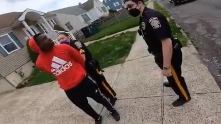 (VIDEO) Increíble: Policía de EU arresta a afroamericano por no tener 'licencia' de bicicleta