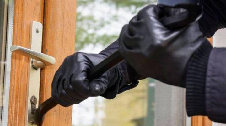 (VIDEO) Karma instantáneo: Ladrón cae desde el segundo piso luego de sufrir desmayo