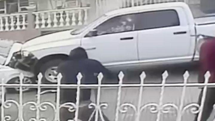 FUERTE VIDEO: A sangre fría, sicarios emboscan y acribillan a policías; están graves
