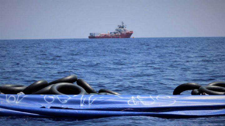 Tragedia marítima: Barco con migrantes se vuelca en el Mediterráneo; hay 130 muertos