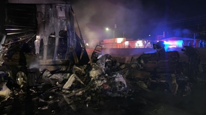 Tras aparatoso choche, ambos vehículos se consumen en fuego; un conductor murió calcinado