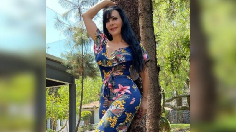 Maribel Guardia pone a babear Instagram al modelar en la naturaleza con impresionante vestido