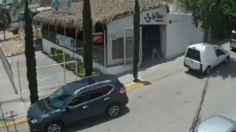 VIDEO: Hombres armados entran a marisquería en Guanajuato y abren fuego; un hombre murió