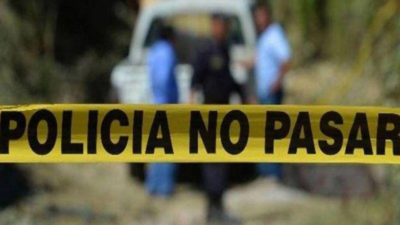 Cerca de la carretera, encuentran el cadáver de un joven con signos de tortura