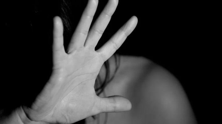 VIDEO: Mujer recibe brutal golpiza en vía pública de Veracruz; un joven grabó los hechos
