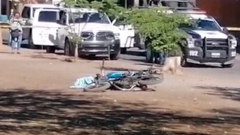 A plena luz del día, ejecutan a balazos a dos jóvenes motociclistas al sur de Ciudad Obregón