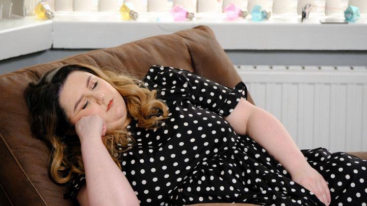 Bella Kilmartin, la joven con una extraña condición que la hace quedarse dormida si se ríe