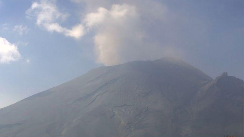 Popocatépetl sube intensidad y acumula 109 exhalaciones más lluvia de ceniza