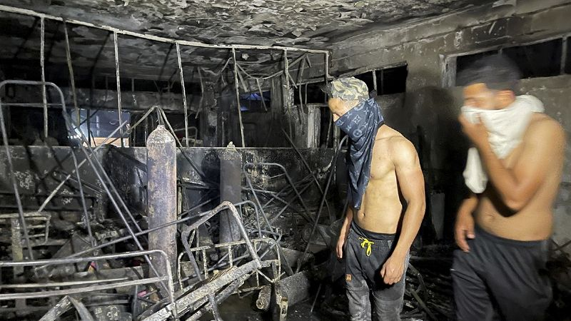 Luto en Bagdad: Suman 82 muertos por incendio en hospital para pacientes con Covid-19