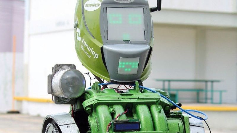 Alumnos de una famosa preparatoria mexicana crean a un androide para prevenir Covi-19