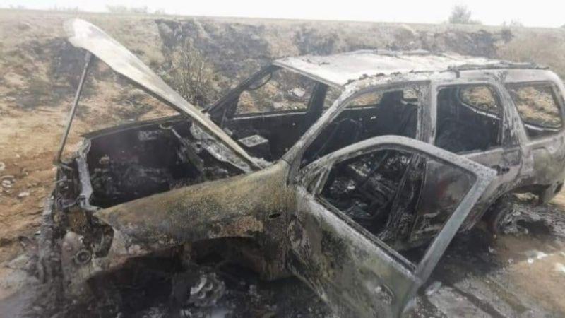 Encuentran camioneta calcinada en carretera de Hermosillo; la usaron en el asesinato de un comandante
