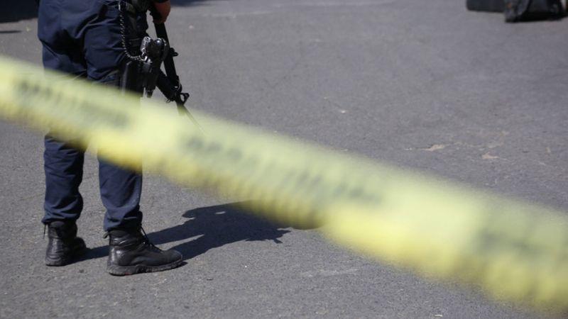 VIDEO: ¡Indignante! Alemán intenta matar a su ex y sus hijos; huyen a México y los obligan a volver