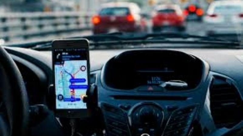 Conductor de Uber le niega el servicio a cuatro sujetos y lo golpean brutalmente