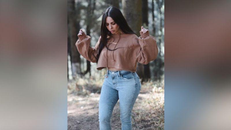 Con tremendo 'collage', Jimena Sánchez deslumbra en redes sociales al posar en traje de baño