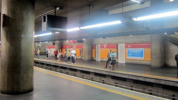 Pánico en Brasil: En Metro dan brutal ataque con martillo a una mujer; murió en el hospital