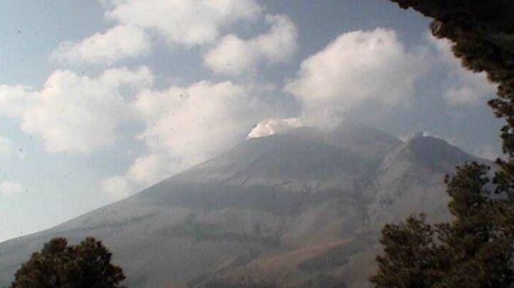 Volcán Popocatépetl suma 631 minutos de tremor con 108 exhalaciones