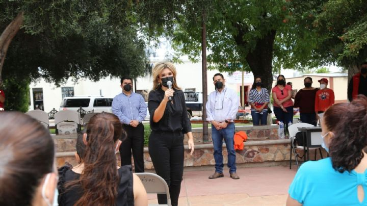 Gobernadora Pavlovich supervisa entrega de becas a educación básica en Sonora