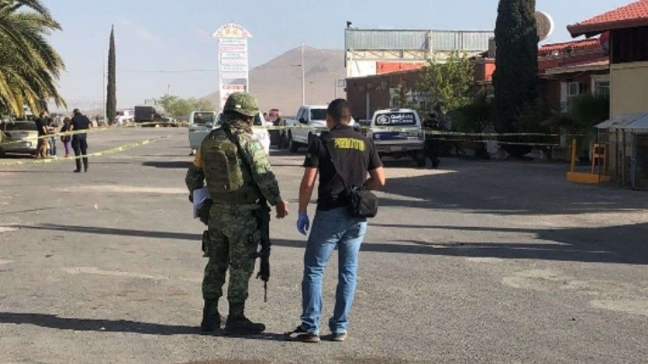 Balean en la cabeza a 'abuelita' en hotel de Chihuahua; detienen a 3 agresores