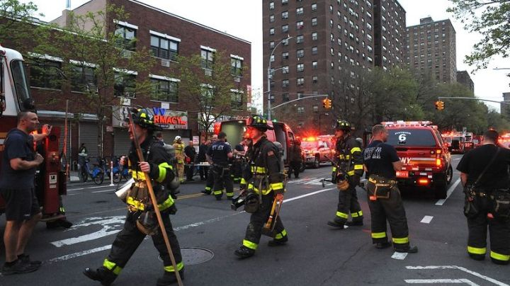 ¡Tragedia! Niña huye de incendio y salta desde el piso 6; impacto le rompe ambas piernas