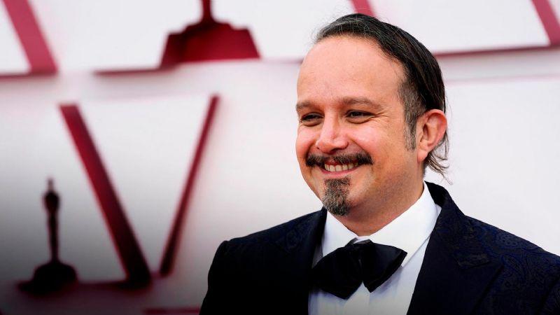 Tras ganar un Oscar, músico mexicano rompe en llanto al llegar al país y encontrarse con esto
