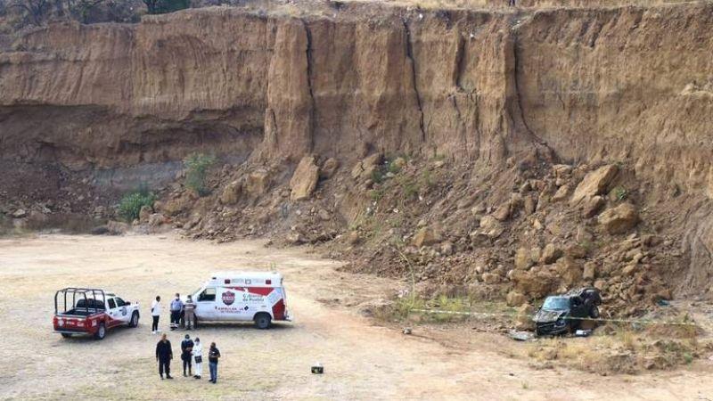Hallan cadáver degollado de mujer dentro de un vehículo abandonado en Puebla