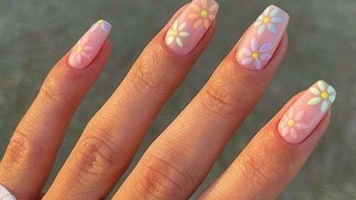 Luce unas manos perfectas con estos diseños de uñas postizas primaverales