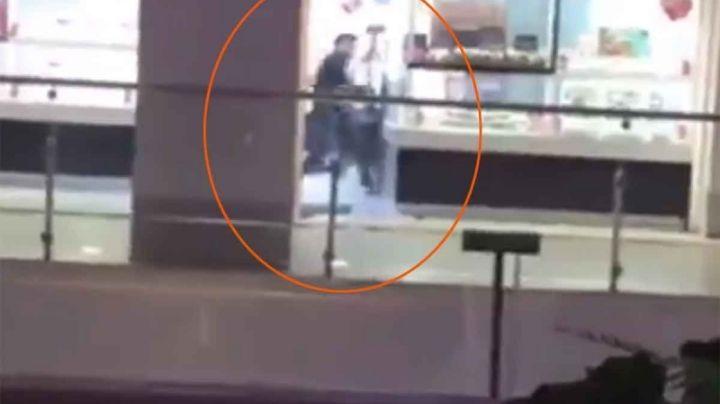 Graban asalto en joyería de plaza comercial; utilizaron un mazo para romper los cristales