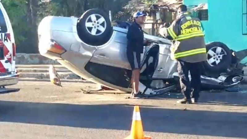 Terrible choque volcadura deja a una mujer lesionada en Hermosillo