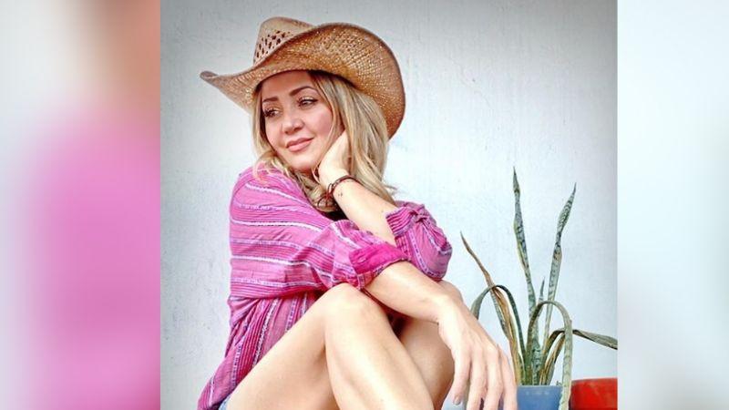 Andrea Legarreta impresiona a Televisa al posar em coqueto vestido desde 'Hoy'